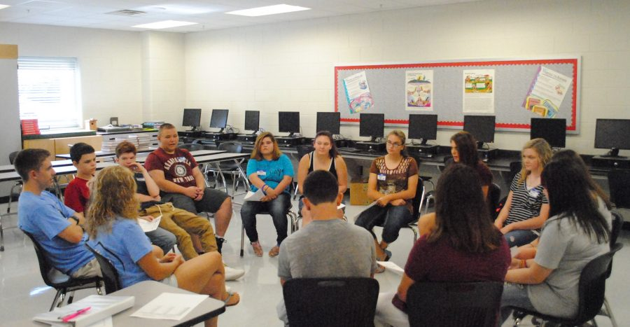 Harlan+County+High+School+seniors+Cameron+Carmical+and+Tabitha+Kilgore+talked+with+a+group+of+incoming+freshman+during+the+Frosh+Day+program+Tuesday+at+HCHS.+Carmical+and+Kilgore+are+members+of+the+school%E2%80%99s+Link+Crew%2C+a+group+designed+to+help+ease+the+transition+to+high+school.