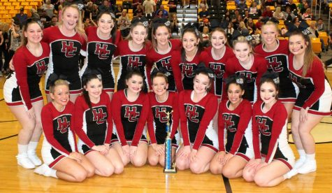 HCHS cheerleaders win district