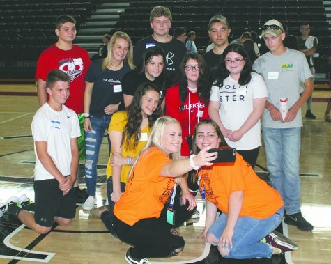 HCHS Link Crew helps freshmen make transition